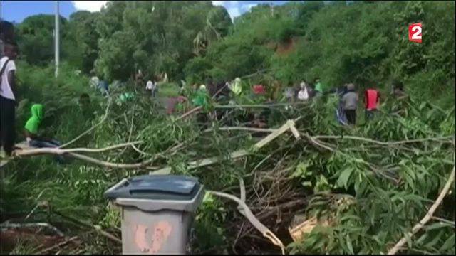 Mayotte : le préfet ordonne la levée des barrages