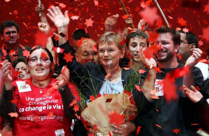 Marie-George Buffet lors d'un meeting pour l'élection présidentielle, le 1er avril 2007 à Paris. (MAXPPP)