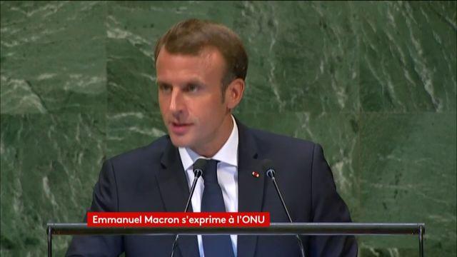 Macron tape sur son pupitre pour vanter le multilatéralisme