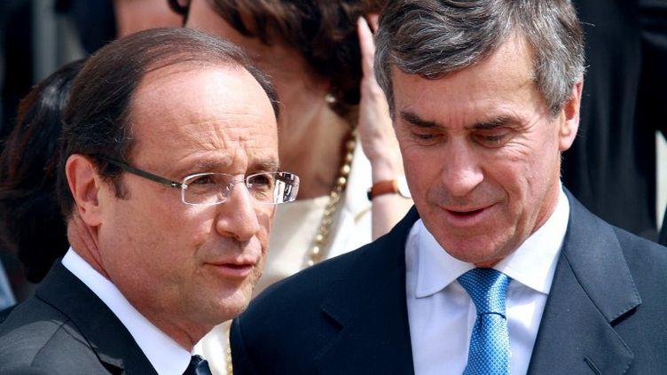 François Hollande et le ministre du Budget, Jérôme Cahuzac, le 4 juillet 2012 à l'Elysée, à Paris. (ANA AREVALO / AFP)