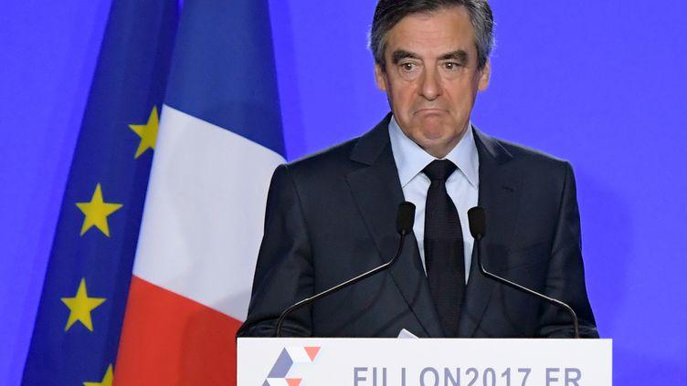 François Fillon, le 1er mars 2017, lors d'une conférence de presse à son QG de campagne à Paris. (CHRISTOPHE ARCHAMBAULT / AFP )