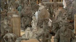Plus de 2 000 statues sont entreposées dans une ancienne usine de traitement des eaux. (FRANCE 3)