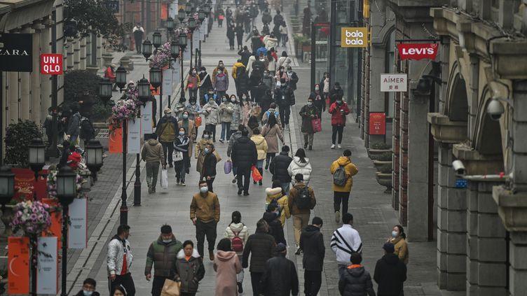 """""""Wuhan ressemble à une ville débarrassée du Covid-19"""", témoigne un correspondant (illustration). (HECTOR RETAMAL / AFP)"""