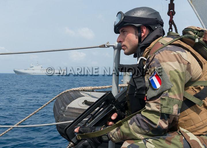 Lors d'un exercice anti-piraterie, à bord d'un navire français déployé dans le golfe de Guinée, lors de la mission Corymbe 127, en décembre 2014 (Thibaut Claisse/Marine Nationale/Défense)