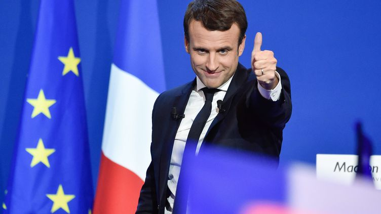 EmmanuelMacron, ci-contre en campagne d'entre-deux-tours, le 23 avril 2017 au Parc des expositions à Paris. (VILLARD/SIPA)