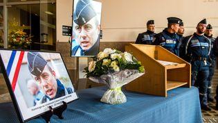 Un hommage est rendu à Arnaud Beltrame, dans le Nord, le 26 mars 2018. (MAXPPP)