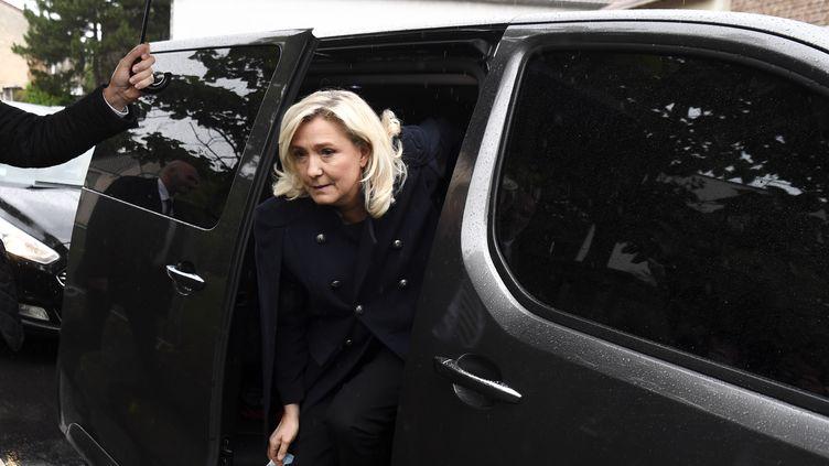 La présidente du Rassemblement national, Marine Le Pen, à Villeneuve-la-Garenne (Hauts-de-Seine), le 12 juin 2020. (ALAIN JOCARD / AFP)