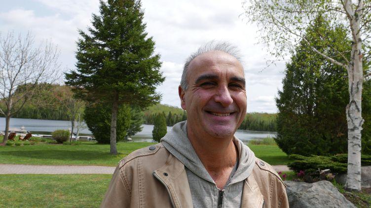 """Marc Metenierà l'Auberge du Lac à l'Eau Claire: """"dans une""""pourvoirie"""", on vient se ressourcer le temps d'un week-end ou de quelques jours."""" (Photo Emmanuel Langlois)"""