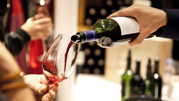 Les volumes de vin français exportés reculent fortement entre 2014 et 2015à destination de l'Union européenne (-7%) alors qu'ils progressent vers les pays tiers (+2%). (PHILIPPE ROY / PHILIPPE ROY)