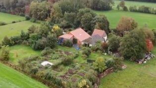 La ferme où était reclus un père et ses cinq enfants dans l'attente de la fin du monde, aux Pays-Bas. (France 2)