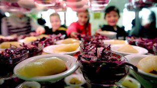 Certaines cantines scolaires organisent des journées sans viande, pour habituer les enfants. (©MAXPPP)