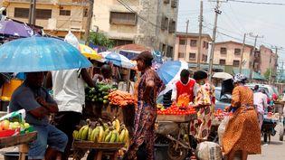 Marché Ogba à Lagos le 12 avril 2020. Après une chute de 4,1% de son PIB en 2020, le Nigeria devrait compter 7 millions de pauvres supplémentaires, selon la Banque mondiale. (Adekunle Ajayi / NurPhoto / NurPhoto via AFP)