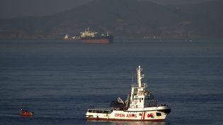 Un bateau de l'ONG Open Arms, le 9 août 2018. (JORGE GUERRERO / AFP)