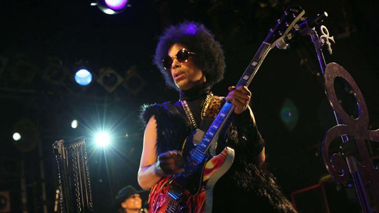 Prince sur scène à Londres le 5 février 2014.  (3rdEyeGirl/NPG / Sipa)