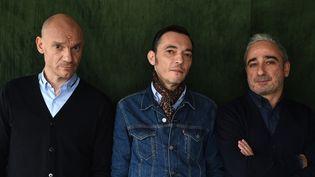 Gaëtan Roussel, Robin Feix et Arnaud Samuel du groupe Louise Attaque le 19 janvier 2016.  (STEPHANE DE SAKUTIN / AFP)