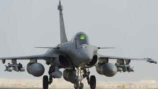Un rafale français sur la base d'Al-Dhafra (Emirats arabes unis), le 19 septembre 2014. (JEAN-LUC BRUNET / ECPAD / AFP)