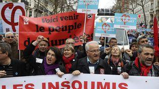 """Des manifestants participent à une """"Marche pour la VIe République"""", le 18 mars 2017, à Paris. (JACQUES DEMARTHON / AFP)"""