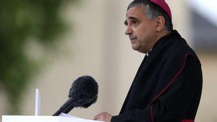 L'archevêque de Rouen, le 26 juillet 2017, à Saint-Etienne-du-Rouvray. (CHARLY TRIBALLEAU / AFP)