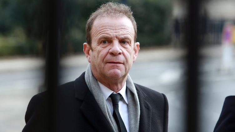 Le photographe François-Marie Banier arrive au tribunal de Bordeaux (Gironde), pour le procès Bettencourt, le 27 janvier 2015. (NICOLAS TUCAT / AFP)