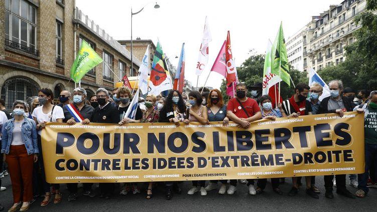 """Le cortège parisien de la """"Marche des libertés"""", le 12 juin 2021. (SAMEER AL-DOUMY / AFP)"""