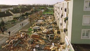 Dégâts dans le Calvados, après le passage de la tempête Lothar, le 26 décembre 1999. (MYCHELE DANIAU / AFP)