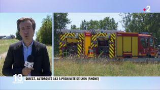 Trois convoyeurs ont été blessés dans cette attaque spectaculaire, mercredi 10 juillet, sur une autoroute du Rhône. Les agresseurs ont pris la fuite. (FRANCE 2)