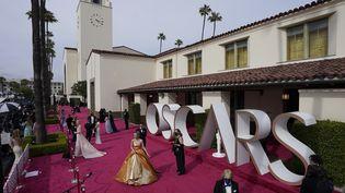L'actrice Carey Mulligan arrive à lacérémonie des Oscars, àLos Angeles (Etats-Unis), le 25 avril 2021. (MARK TERRILL / AP /SIPA)