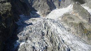 Le glacier Planpincieux, photographié le 20 septembre 2019 dans le Val d'Aoste (Italie). (COURMAYER PRESS OFFICE / AFP)