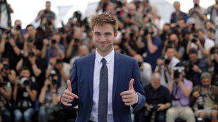 """L'acteur Robert Pattinson lors du photocall pour la présentation du film """"Good Time"""", au festival de Cannes, le 25 mai 2017. (ERIC GAILLARD / REUTERS)"""