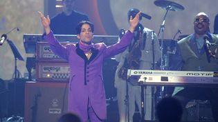 Prince et Stevie Wonder ensemble sur la scène des BET Awards à Los Angeles (27 juin 2006)  (Chris Karlson / AP / SIPA)