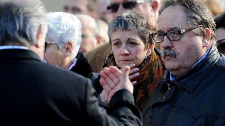 Sylvie et Erick Pétard, lors des obsèques de leurs filles Marion et Anna, victimesdes attentats du 13 novembre 2015. (GUILLAUME SOUVANT / AFP)