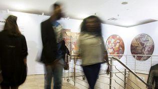 Visiteurs à la foire d'art contemporain, Art X, à Lagos le 4 novembre 2017 (EMMANUEL AREWA / AFP)