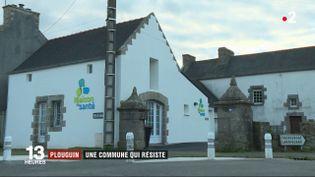 Plouguin (Finistère) ne cesse de voir sa population augmenter grâce à une politique municipale volontariste et visiblement efficace. (FRANCE 2)