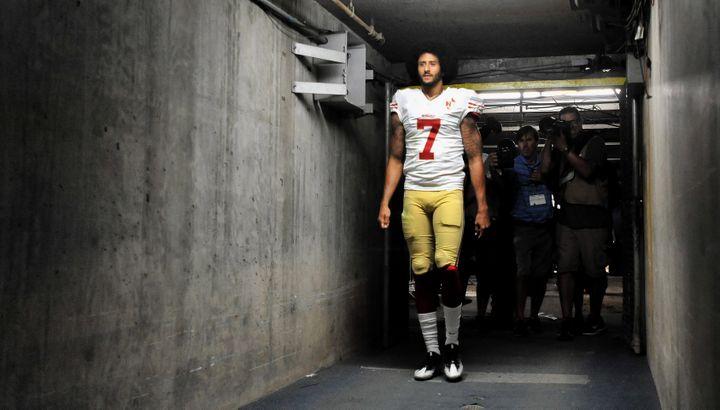 L'ex quarterback des 49ers de San Francisco, Colin Kaepernick, lors d'un match contre les San Diego Chargers, le 1er septembre 2016. (USA TODAY SPORTS / REUTERS)