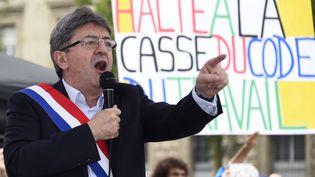 Jean-Luc Mélenchon, le 12 juillet 2017, lors d'un rassemblement de La France insoumise contre la réforme du Code du Travail, place de la République à Paris. (BERTRAND GUAY / AFP)