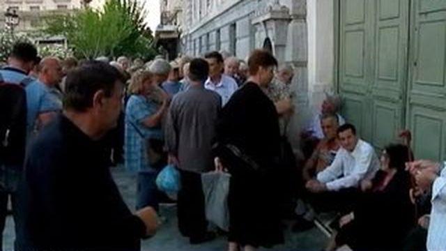 Crise en Grèce : les banques prises d'assaut