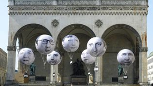 Les militants ont installé des ballons décorés avec les portraits des dirigeants des pays du G7 le 5 Juin, 2015 à Munich (Allemagne) (CHRISTOF STACHE / AFP)