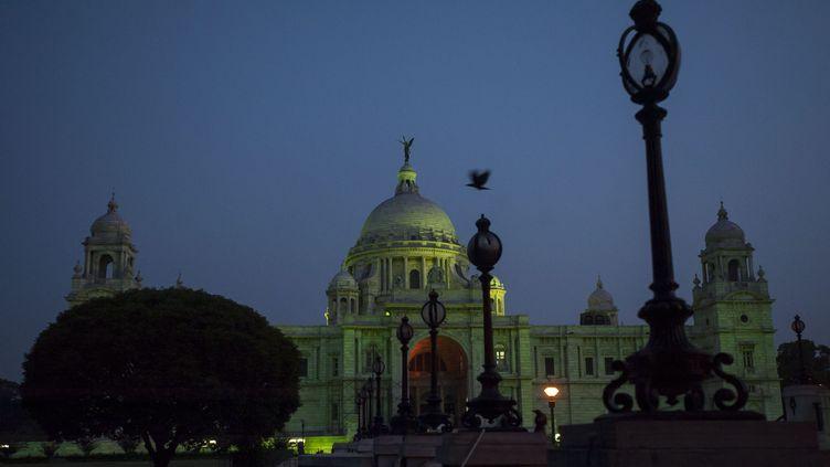 Le Victoria Memorial à Calcutta (Inde) éclairé en vert pour la journée mondiale de l'environnement. (MAXPPP)