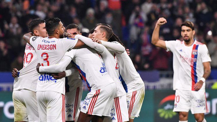 La joie lyonnaise après leur ouverture du score sur penalty face à Monaco, le 16 octobre au Groupama Stadium. (PHILIPPE DESMAZES / AFP)
