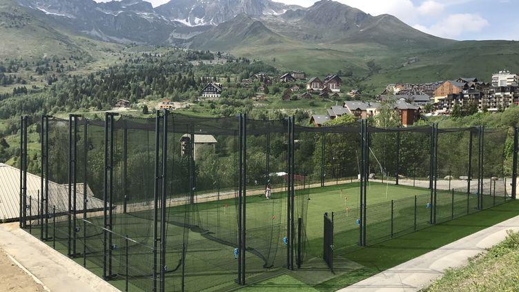 La première structure d'impact golf installée à Saint françois Longchamps dans la vallée de la maurienne. (Gildas Huet Impact golf)