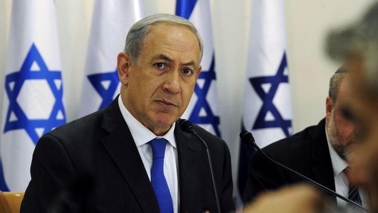 Le premier ministre israélien Benjamin Netanyahu, lors d'une réunion, à Sde Boker, dans le désert du Néguev (Israel), le 10 novembre 2013. (DAVID BUIMOVITCH / AFP)