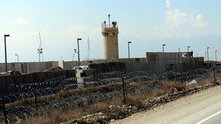 Vue extérieure de la prison de Bagram (Afghanistan), au nord de la capitale Kaboul, le 25 mars 2012. (MASSOUD HOSSAINI / AFP)