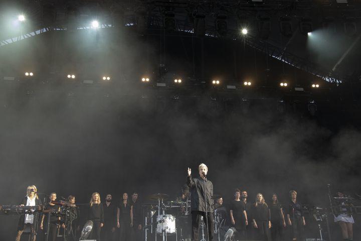 Jeanne Added avec le choeur Accentus sur la grande scène de Rock en Seine 2019. (NATHALIE GUYON)