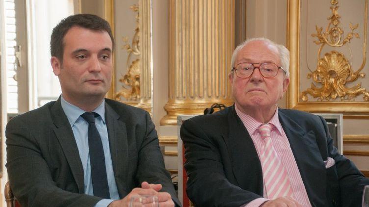 Le vice-président du Front national Florian Philippot et le président d'honneur du parti, Jean-Marie Le Pen, lors d'une conférence de presse à Paris le 22 avril 2014. (ZAER BELKALAI / AFP)