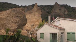Un mois après les intempéries qui ont ravagé le sud de la France, début décembre, la vie tarde à reprendre ses droits dans le village des Mées (Alpes-de-Haute-Provence), où un éboulement avait écrasé trois maisons. (France 2)