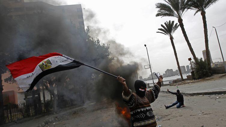 Un manifestant égyptien, le 28 janvier 2013 au Caire (Egypte). (MOHAMMED ABED / AFP)