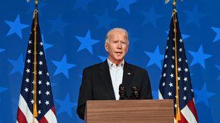 Joe Biden, alors candidat à la présidentielle américaine, le 5 novembre 2020, lors d'une allocution depuis son fief deWilmington (Delaware). (JIM WATSON / AFP)