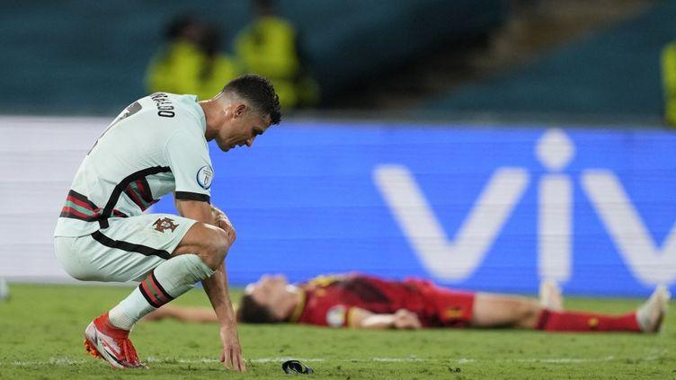 Cristiano Ronaldo lors de la défaite du Portugal face à la Belgique, le 27 juin 2021, à Séville (Espagne). (THANASSIS STAVRAKIS / POOL)