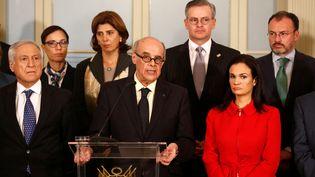 Le ministre péruvien des Affaires étrangères (au centre) à Lima, la capitale péruvienne, le 8 août 2017. (MARIANA BAZO / REUTERS)
