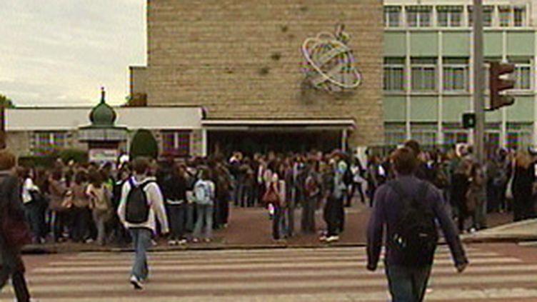 """Le système Lilie va """"ouvrir"""" le lycée, et améliorer les échanges entre les familles, les élèves et les professeurs. (France 3)"""